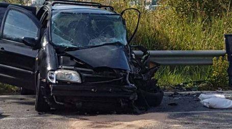 L'auto distrutta nello schianto (foto Labolognese)