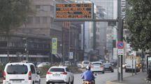 Inquinamento e divieti, traffico limitato a Milano - Lapresse