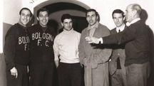 Marino Perani è il terzo da sinistra, dopo Pascutti e Pavinato