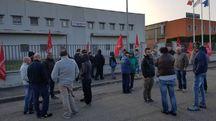 Lavoratori della Vapor Europe in presidio permanente davanti allo stabilimento