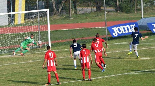 Bianchini subisce l'1-2 di Noselli dal dischetto ma poi si vendica, annullando all'attaccante il penalty decisivo