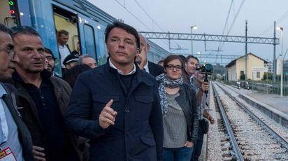 Matteo Renzi ad Ascoli Piceno (LaPresse)