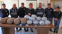 Maxi sequestro di marijuana (Isolapress)