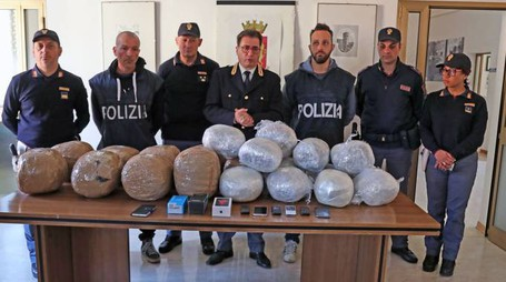 Maxi sequestro di marijuana (Isolapress)