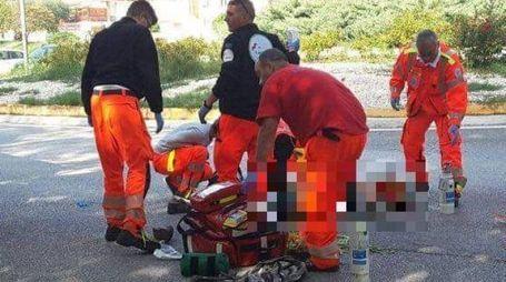Il ciclista soccorso (Foto Ferreri)