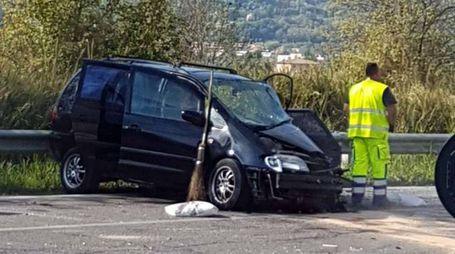 L'auto dell'82enne dopo lo scontro