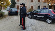 I carabinieri davanti la casa di Stefano Tondi