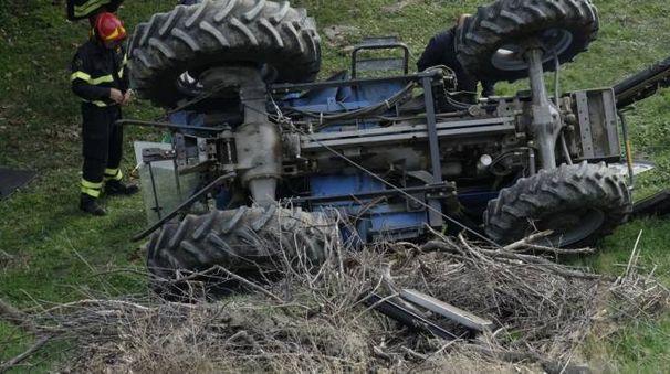Meldola, il trattore ribaltato (foto Frasca)