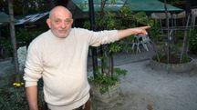 Giuseppe Pirrello indica la zona del Giardino della libertà presa di mira da spacciatori e balordi