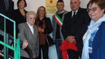 Fulvio Dal Zio e Massimo Barbujani scoprono la targa con la famiglia
