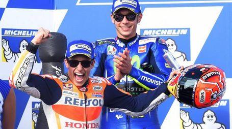 Marquez festeggia la vittoria al MotoGp Australia davanti a Rossi (Ansa)