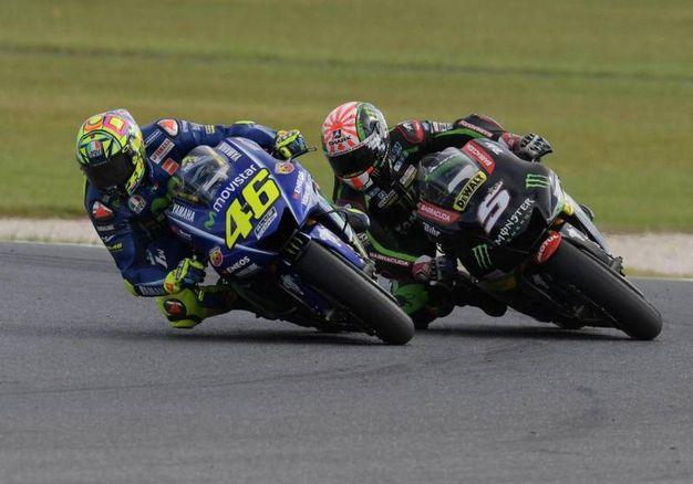 Duello tra Valentino Rossi e Johann Zarco (Ansa)