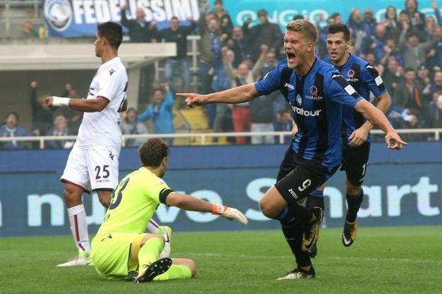 Il gol di Cornelius dell'Atalanta (Ansa)