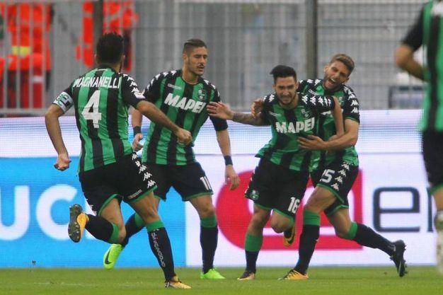 L'esultanza dei giocatori del Sassuolo (foto LaPresse)