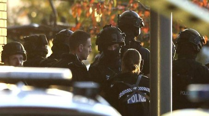 Nuneaton, polizia circonda il Bermuda Park (Ansa)