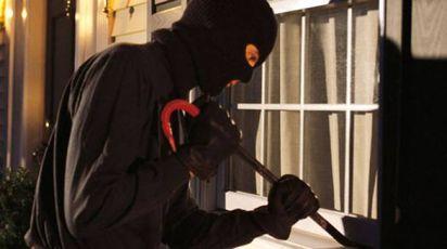 Il ladro o i ladri hanno agito quando la donna non era in casa. Era il secondo tentativo