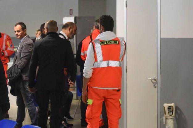 Inutili i soccorsi del personale medico presente al palazzo (foto De Marco)