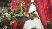 I fiori sono la cornice di ogni matrimonio da sogno. Flower Design Arcobaleno Fiori di Rimbaldi Gianna in Via Riccardina 150 a Bologna, propone dei bouquet volanti su ombrelli retrò, per un allestimento tra lo stile Mary Poppins e la letteratura d'epoca. Ortensie, peonie e rose sono le protagoniste di queste opere nate per un allestimento da esterno ma realizzabili anche in interni