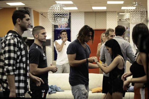 Grande Fratello Vip 2, Luca Onestini balla con Giulia De Lellis
