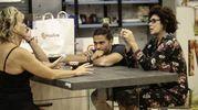 Grande Fratello Vip 2, Luca Onestini con Corinne Clery e Carmen Russo