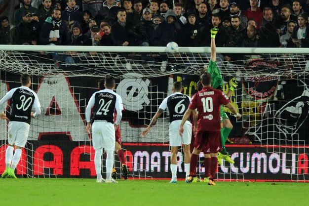Il gol di D'Urso che segna l'1-0 (foto Lapresse)