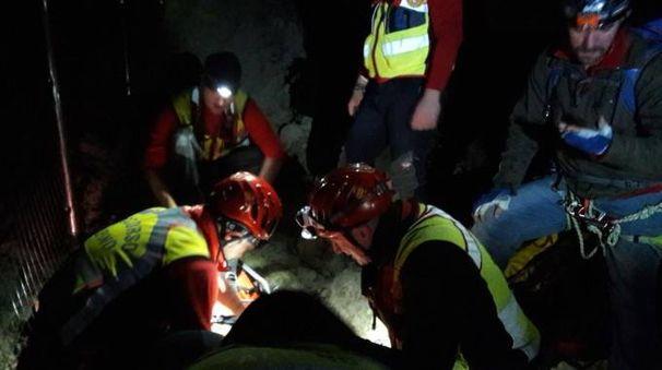 I soccorritori impegnati nell'operazione a Predappio Alta