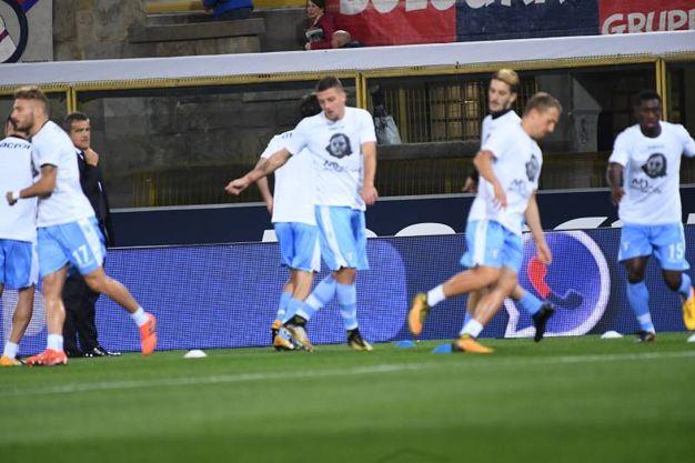 I giocatori della Lazio con la maglia di Anna Frank  (foto Schicchi)