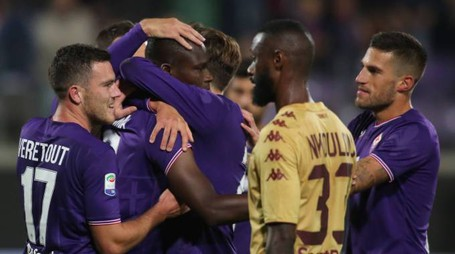 Esultanza viola dopo il gol di Babacar (foto Germogli)