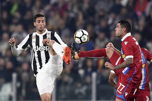 Juventus-Spal, un contrasto di gioco (foto Lapresse)