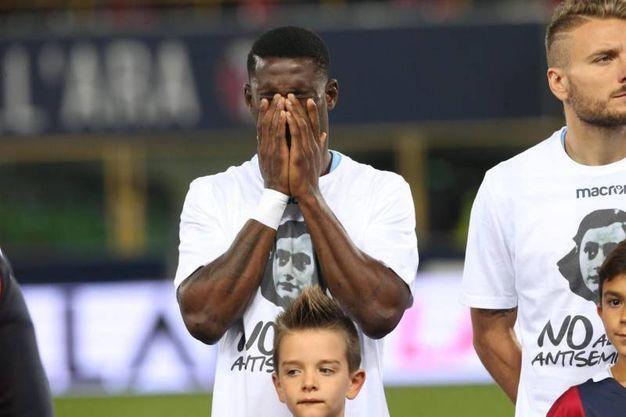 I giocatori della Lazio con la maglia con il volto di Anna Frank (Ansa)