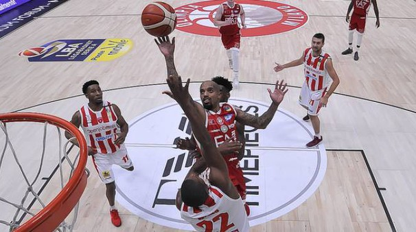 Jordan Theodore, miglior marcatore dell'Olimpia con 19 punti