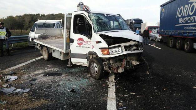 L'incidente in A14 (foto Petrelli)