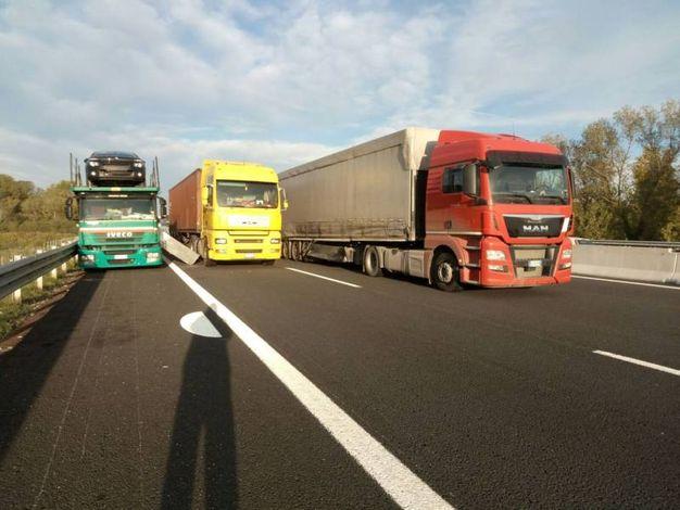 L'incidente in autostrada (foto Vitali)