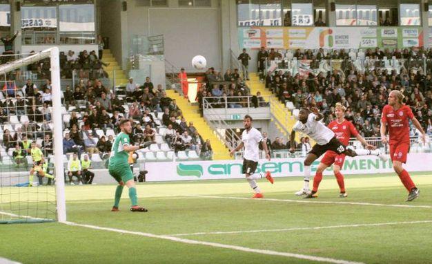 Il gol di Jallow al 46' (foto Ravaglia)