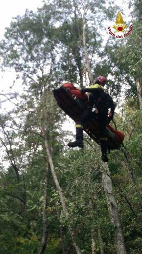 L'intervento dei vigili del fuoco della Spezia in soccorso del cacciatore ferito a Riccò del Golfo