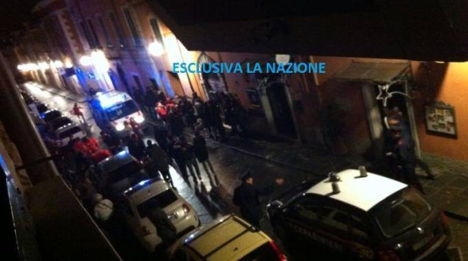 Duplice delitto a Massa fuori da un locale la notte di Natale: le foto in esclusiva di quella notte