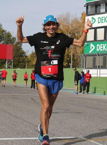 La maratona fortemente voluta da Giorgio Calcaterra, l'ultramaratoneta più famoso al mondo, 3 volte oro mondiale sulla distanza dei 100 km e 12 volte consecutive vincitore della 100 km del Passatore (foto Isolapress)