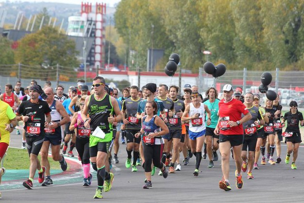 Tre le distanze previste: la mezza maratona competitiva e due distanze non competitive aperte a tutti  (foto Isolapress)