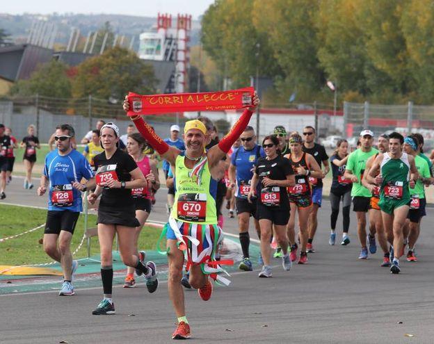 Prima ed unica mezza maratona italiana a corrersi interamente all'interno della pista di un circuito automobilistico (foto Isolapress)