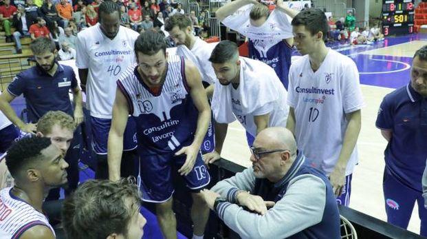 Fortitudo, Boniciolli durante un timeout a Trieste (Foto Ciamillo)