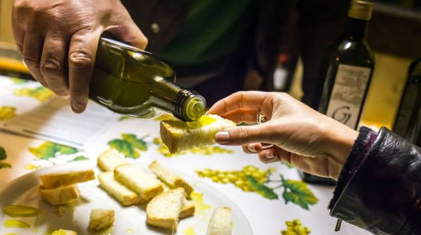 Una degustazione dell'olio di Cartoceto Dop