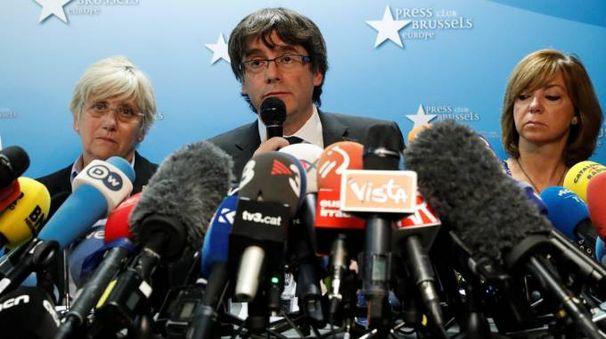 Carles Puigdemont durante la conferenza stampa a Bruxelles (Lapresse)