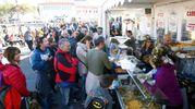 Un esercito di migliaia di buongustai hanno preso d'assalto il Porto Canale di Cesenatico e gli spazi della colonia Agip per assaggiare i piatti preparati in occasione di Il Pesce fa festa (Ravaglia)