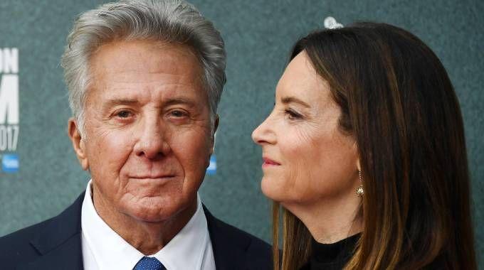 Dustin Hoffman con la moglie Lisa (Ansa)