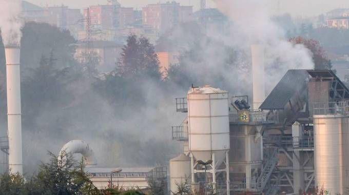 I camini fumanti dello stabilmento di Cassina Nuova