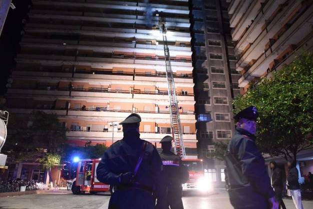Carabinieri e vigili del fuoco (foto Demarco)