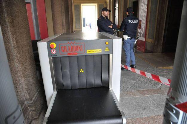 Metal detector a Palazzo Reale (Newpress)