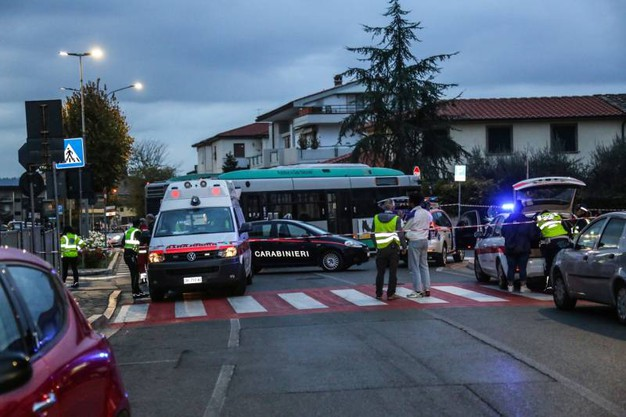 Tragedia pedone muore schiacciato sotto un autobus foto for Bagno a ripoli firenze bus