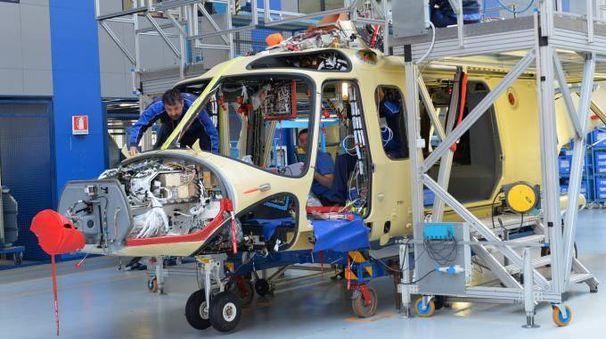 Operai nella sede di AgustaWestland a Vergiate
