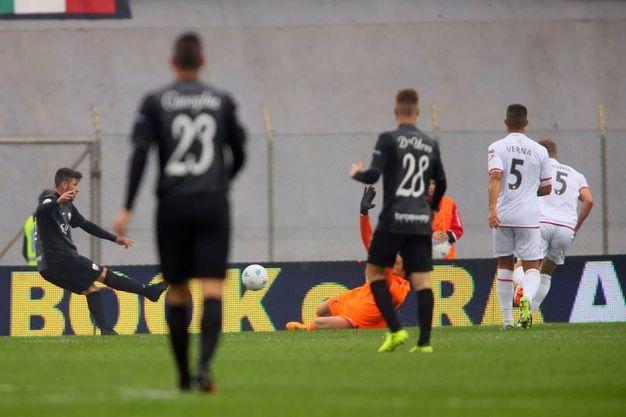 Il gol di Samuele Parlati: è 0-1 per l'Ascoli (foto LaPresse)